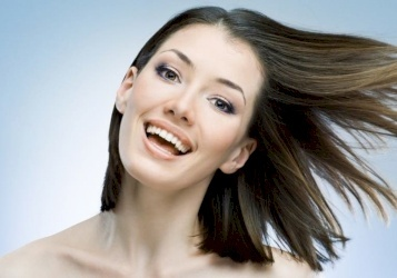 أسباب لتساقط الشعر لدى النساء بين الصح والخطأ