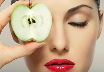 سيدتي.. طريقة سهلة من التفاح يعيد التوازن لفروة الرأس