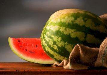 البرتقال والموز والبطيخ لجسم صحي وسليم في رمضان