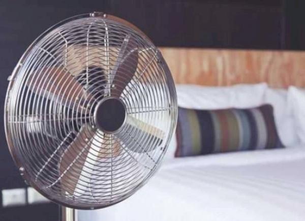 5 أسباب مهمة لوجوب عدم النوم مع تشغيل المروحة