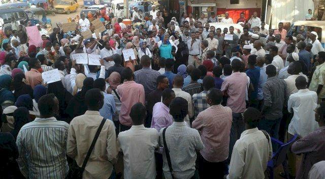 عصيان مدني في السودان بمشاركة الطلاب والتجار والموظفين