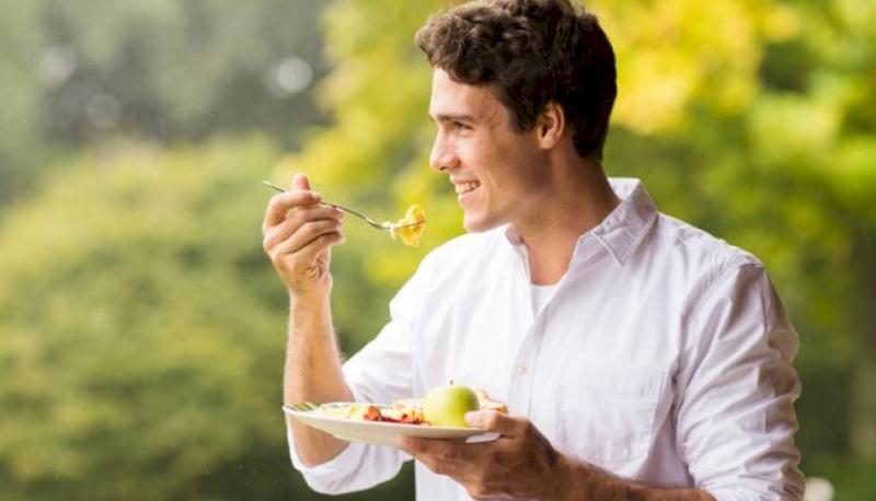 أضرار الأكل واقفا