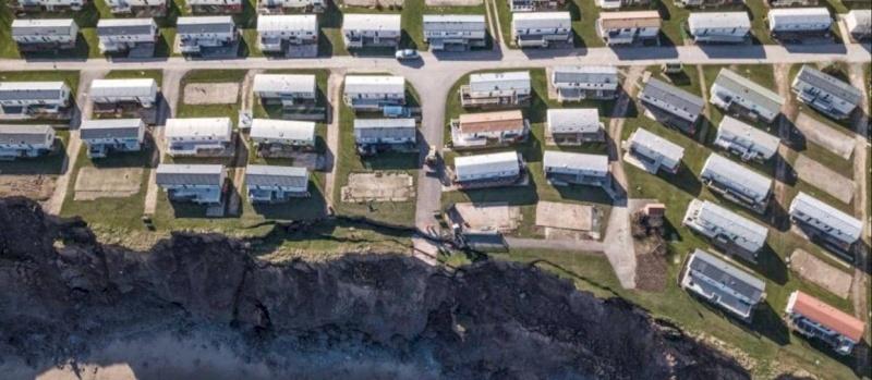 كارثة تهدد عشرات المنازل الفارهة في بريطانيا