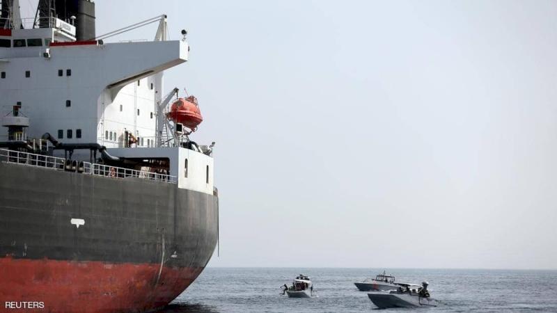 مسقط تستنكر عملية تخريب السفن التجارية في خليج عُمان