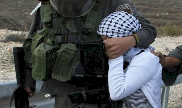 الاحتلال يعتقل طفلة بالخليل
