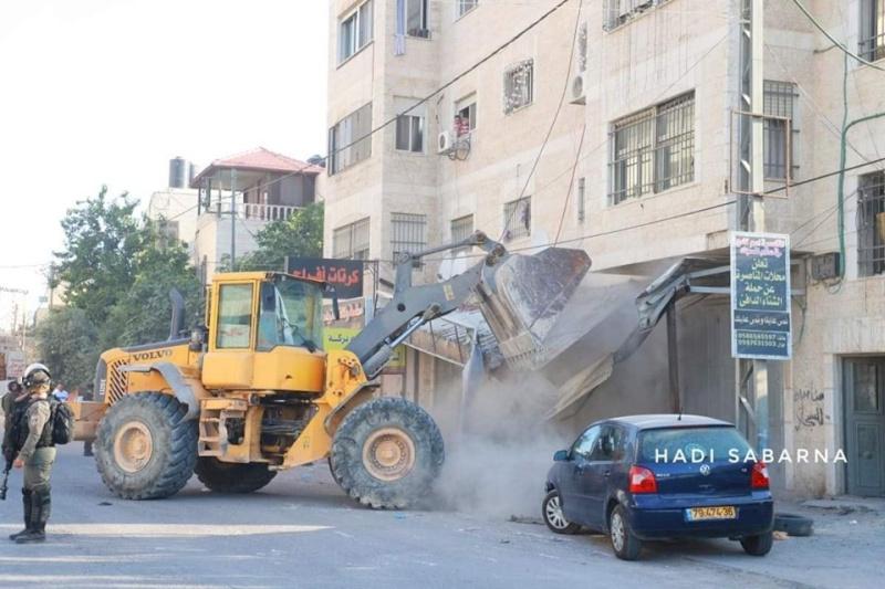 عمليات هدم واسعة في قلنديا شمال القدس