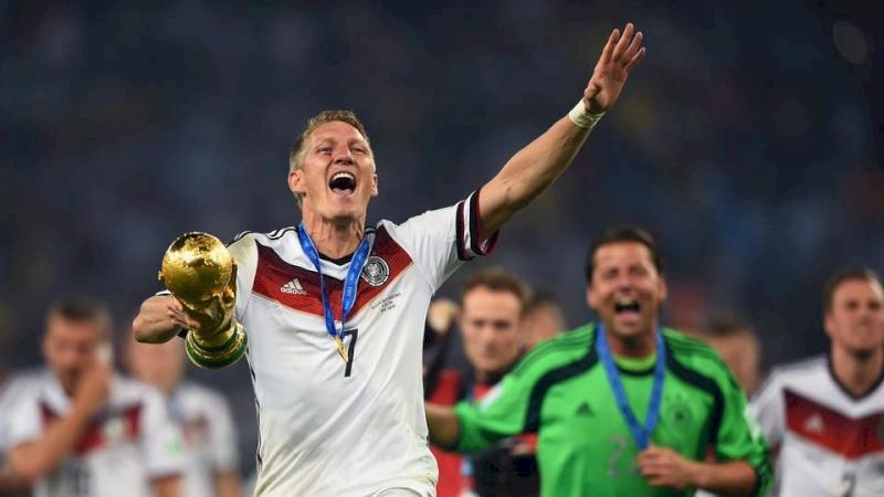 حقيقة اعتزل الألماني شفاينشتايغر كرة القدم؟