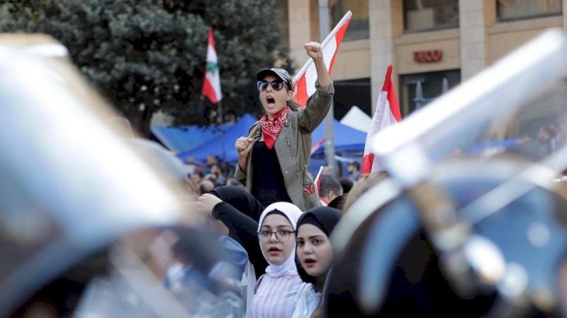 حراك لبنان يتمسك بمطالبه