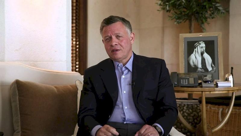 ملك الأردن يوعز بوقف الضرائب وزيادة الرواتب