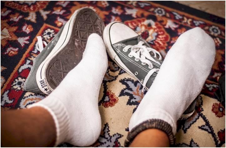 أمراض عديدة تهاجم منزلك بسبب الحذاء