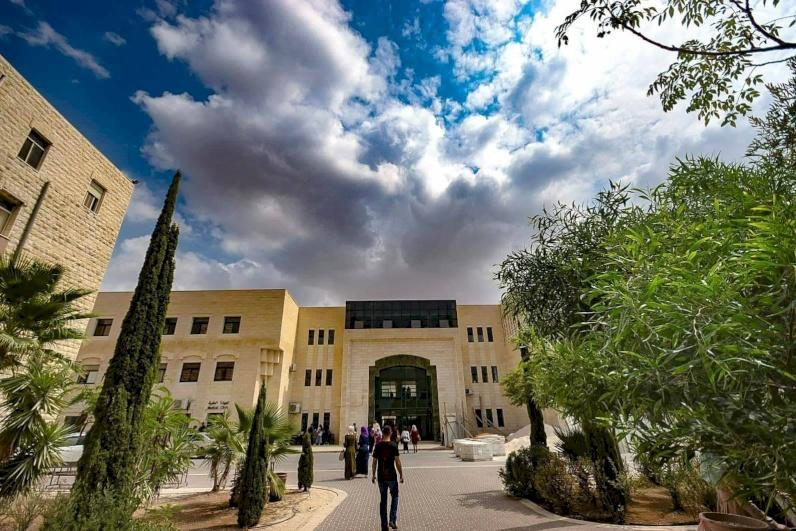 خريجو الصيدلة بجامعة القدس يحققون نجاحاً كاملاً بامتحان المزاولة الإسرائيلي