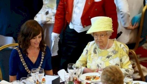 """لماذا يصعب وضع """"السم"""" في طعام الملكة إليزابيث..اليكم هذه المعلومات"""