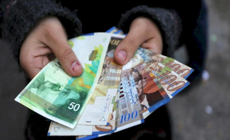 """""""المالية"""" تحدد موعد صرف الرواتب.. وقرارات جديدة لموظفي غزة"""