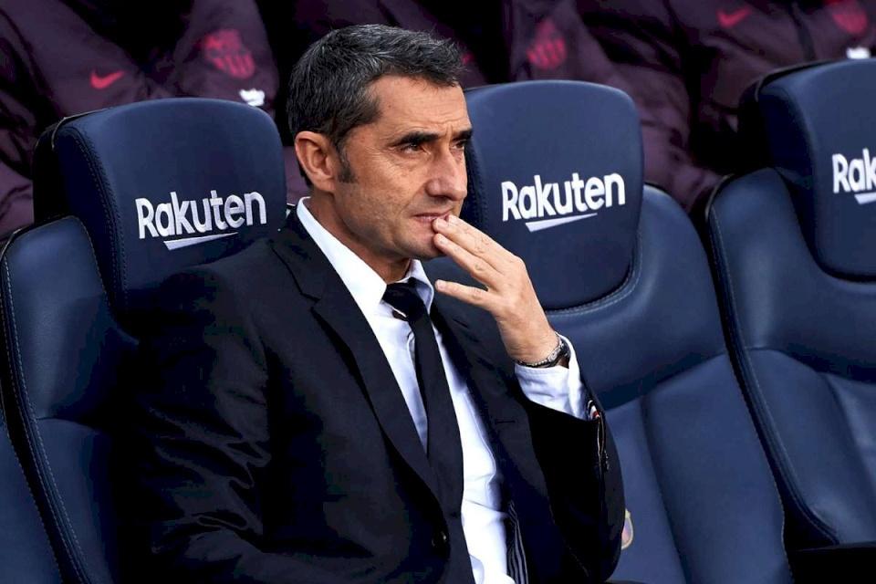 برشلونة يقيل مدربه فالفيردي