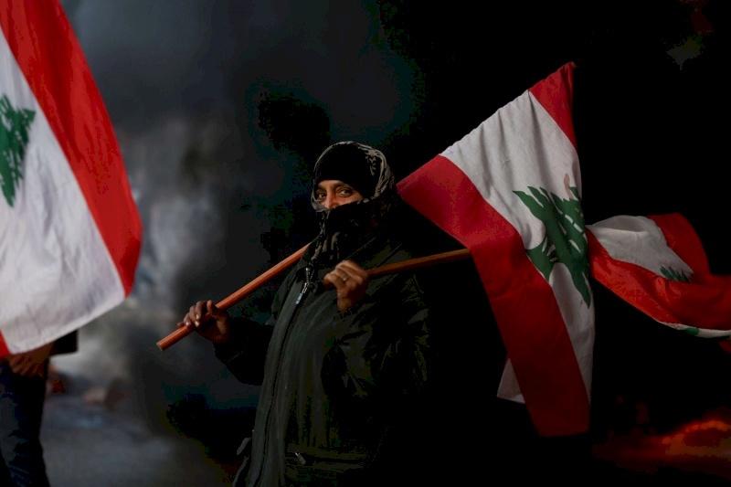 """لبنان.. إضراب واغلاق طرقات في """"أسبوع الغضب"""""""