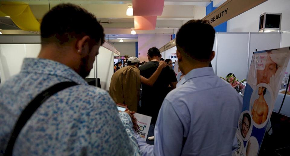 بالفيديو- حفل زفاف مثليين في بلد عربي - وكالة صدى نيوز