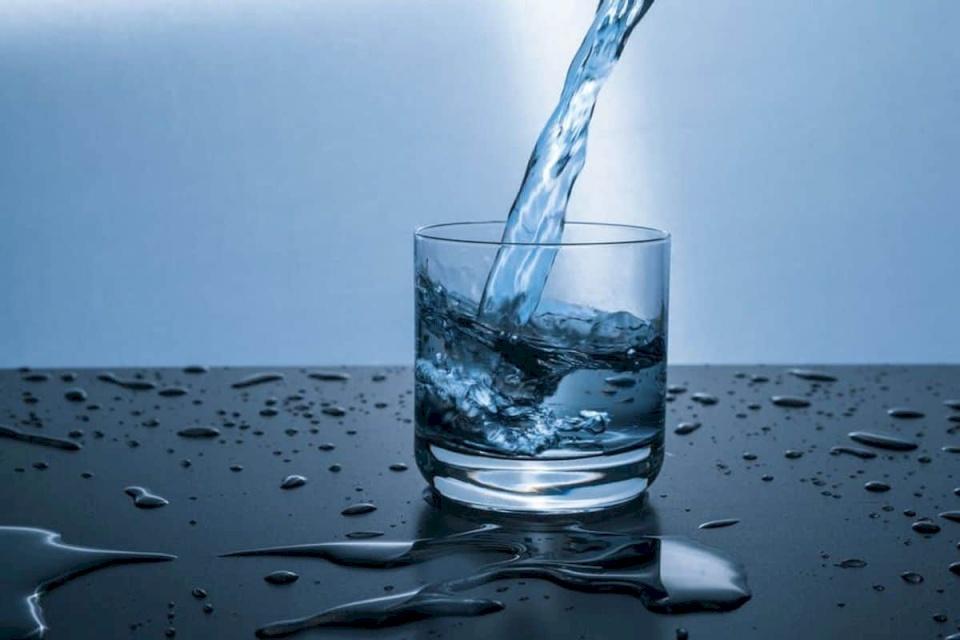 أخصائية تغذية: هذا هو أسوأ وقت لشرب الماء