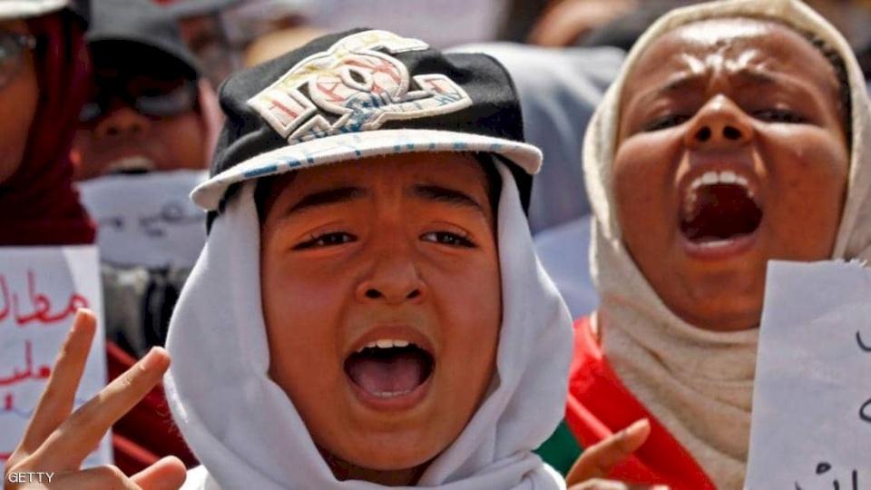 آلاف السودانيين يتظاهرون للمطالبة بتسريع الإصلاح
