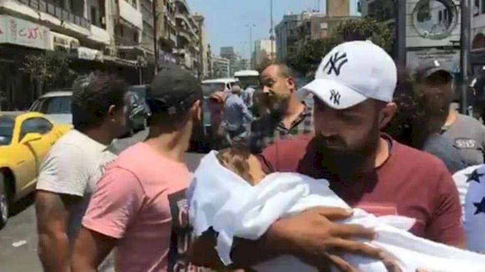 """""""مات ابني بين يدي"""".. صرخة أب مفجوع ضد مستشفى في لبناني"""