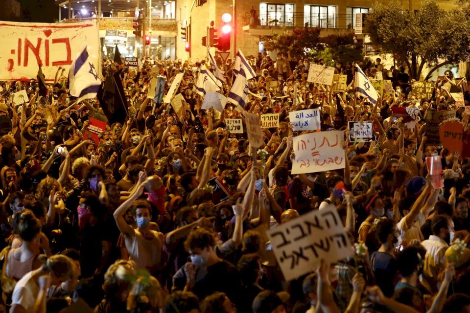 إسرائيل.. المئات يتظاهرون ضد نتنياهو