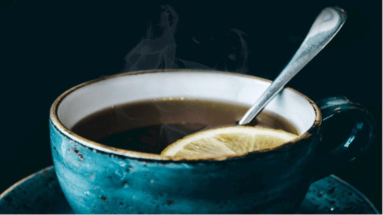 دراسة علمية تثبت أن شرب الشاي الساخن في الصيف يبردك!