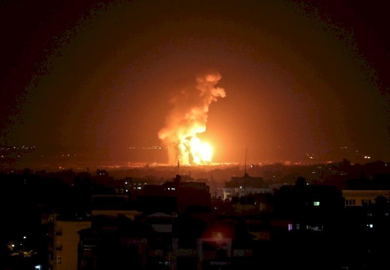 سلسلة غارات إسرائيلية على عدة مواقع  للمقاومة في قطاع غزة