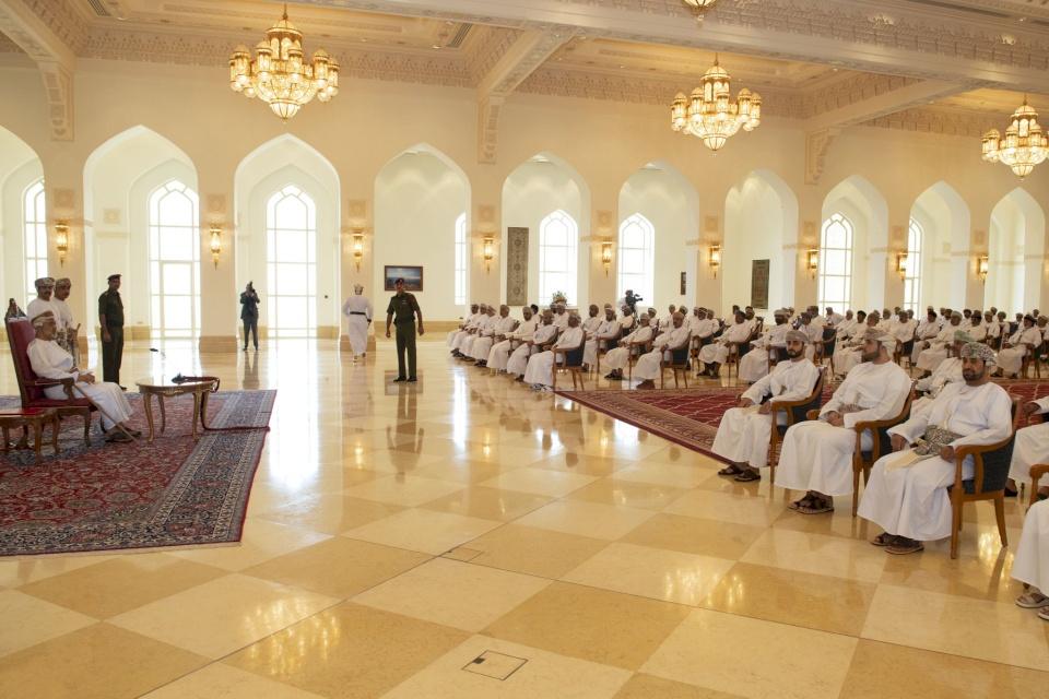 أول لقاء مباشر بين سلطان عمان ومواطنيه منذ توليه الحكم