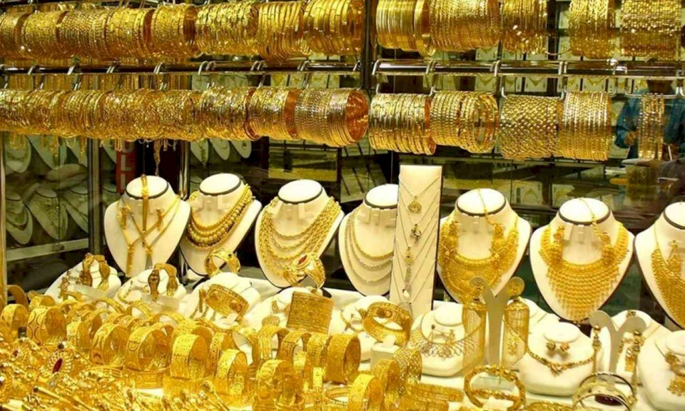 الذهب يتجه الى أسوأ شهر منذ 4 سنوات