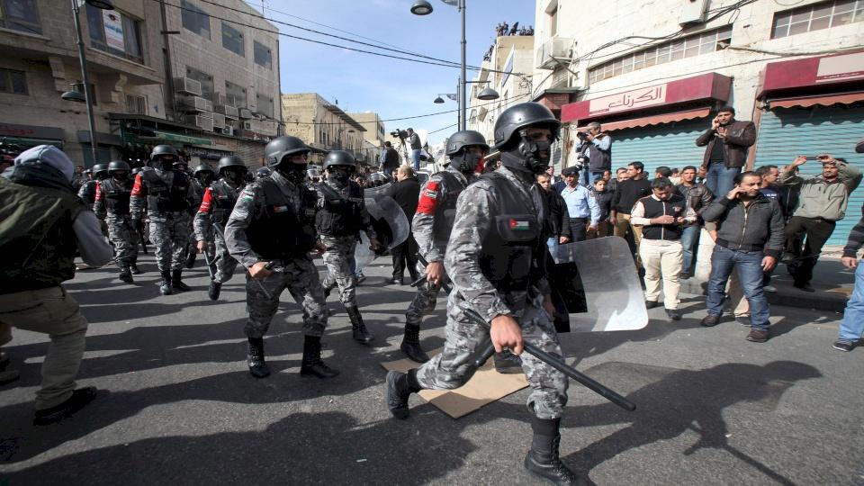 """بعد جريمة الزرقاء.. الأمن الأردني يبدأ """"حرباً"""" على الزعران"""