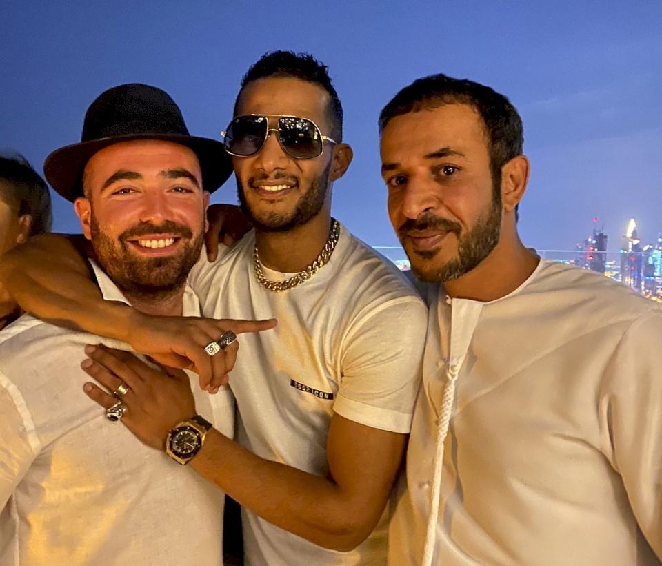 """(فيديو) محمد رمضان يعلق على صورته مع المطرب الإسرائيلي.. """"لا يهمني اسمك ولا لونك""""!"""