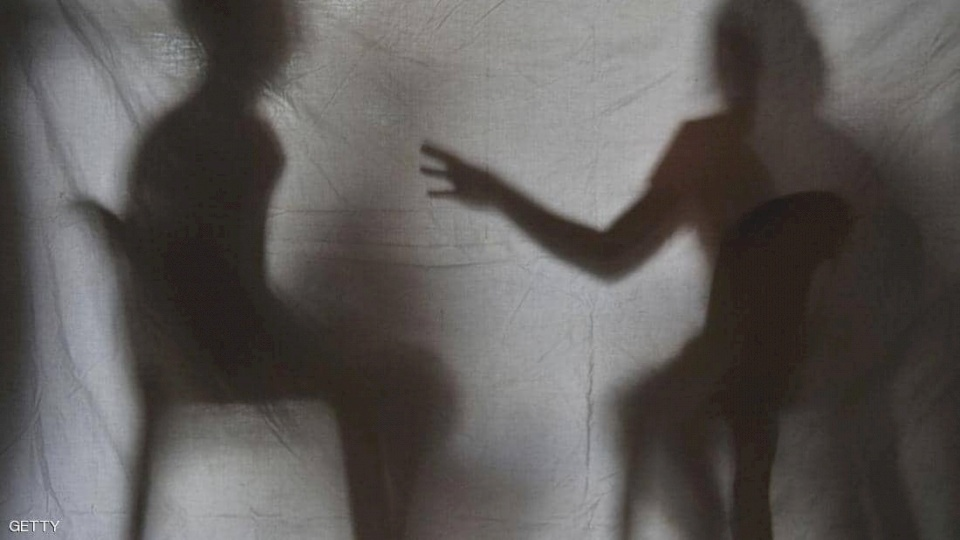 """""""الانتقام الإباحي"""".. تسريب آلاف الصور الخاصة على الإنترنت"""