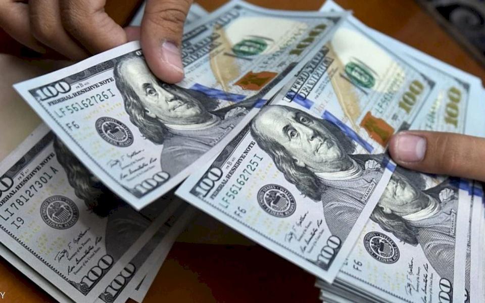 الدولار يسجل أدنى سعر له منذ شهرين