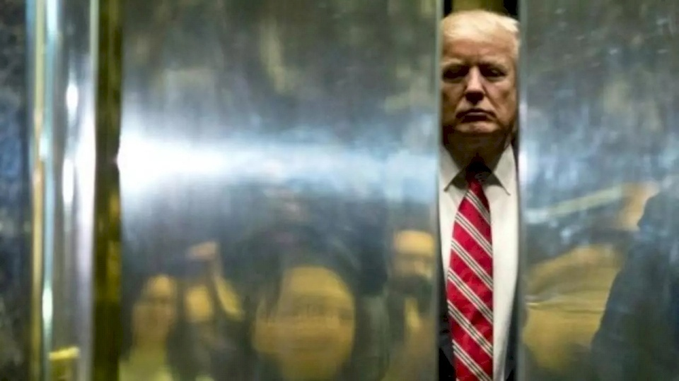 """ترامب """"سيهرب"""" من واشنطن قبل ساعات من وصول بايدن"""