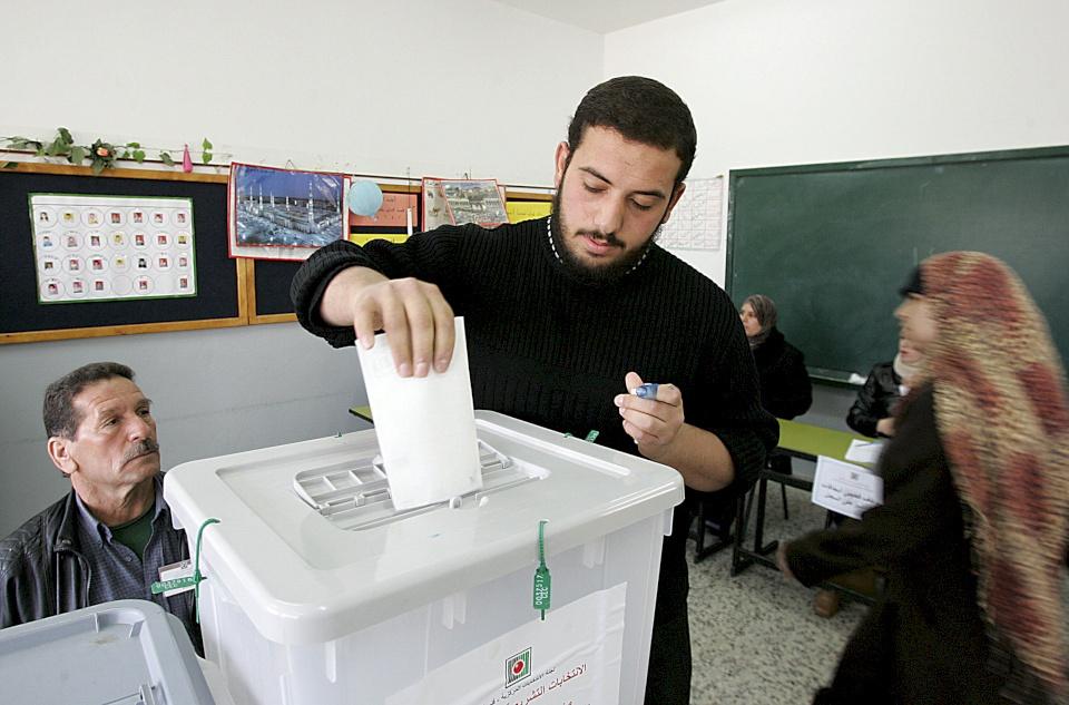 صحيفة تكشف: حماس وافقت على شروط الرئيس عباس حول الانتخابات