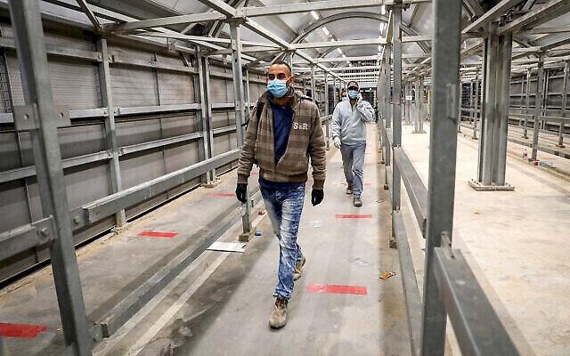 تفاصيل تطعيم 110 الاف عاملا فلسطينيا هذا الأسبوع
