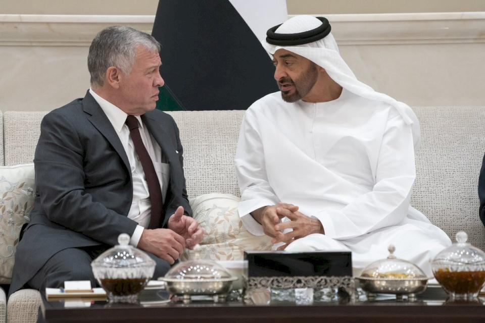 فيديو مثير للجدل.. هل وجه ملك الأردن هذه الكلمات لولي عهد أبو ظبي بعد الأزمة الأخيرة؟