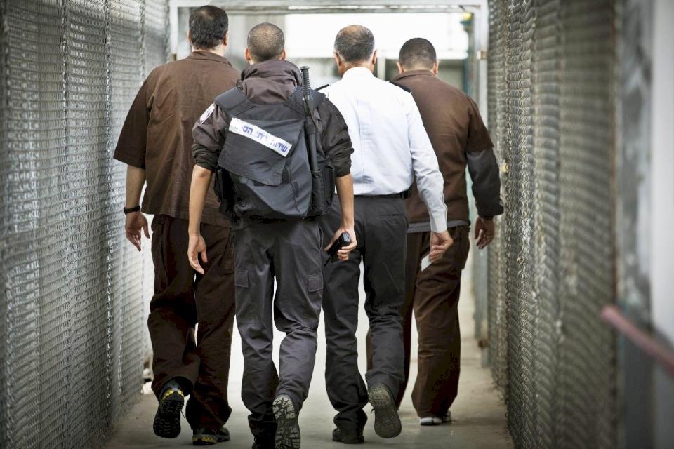 هيئة الأسرى: الحوار بين الأسرى وإدارة السجون لم ينتهِ والإضراب ما زال قائماً