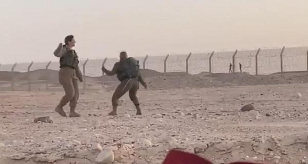 شاهد- مجندات إسرائيليات يرقصن مع جنود مصريين على الحدود!