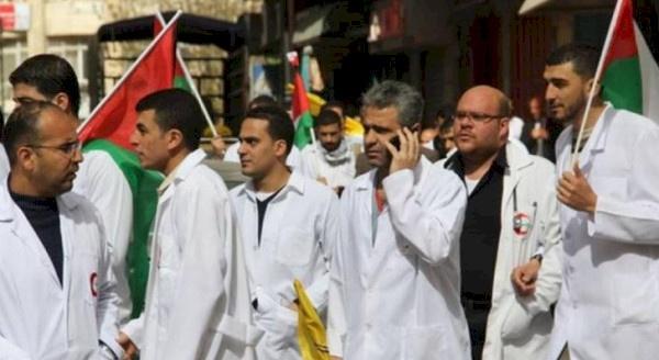 نقابة الأطباء تعلن توقف العاملين بمراكز كورونا عن الإشراف والمتابعة