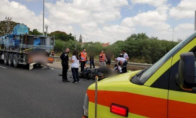 مصرع سائق دراجة نارية بحادث طرق قرب الخضيرة