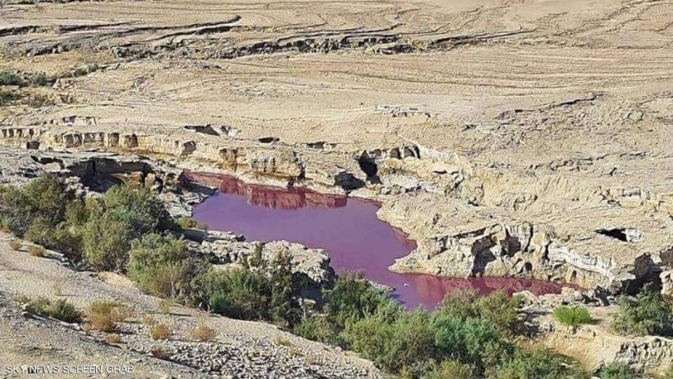 """الأردن.. الكشف عن سر """"البركة الحمراء"""" قرب البحر الميت"""