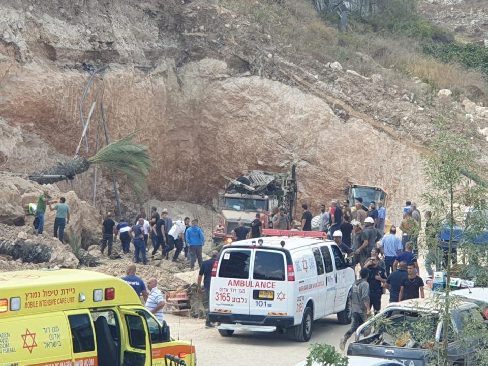 إصابات بينها خطيرة إثر انهيار جدار على عمال بكفر كنا (فيديو)